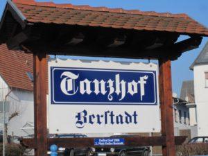 Schild Tanzhof Berstadt
